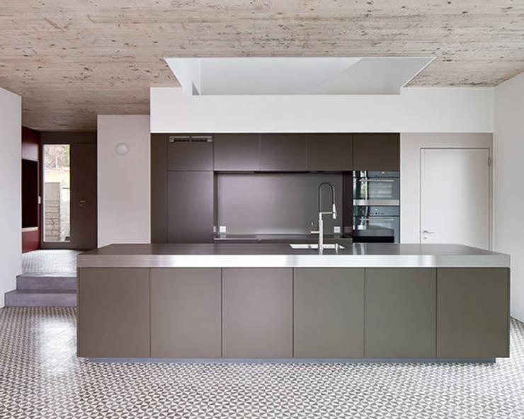EFH ROHRMÄTTLIWEG:  Küche von Schmid Schärer Architekten
