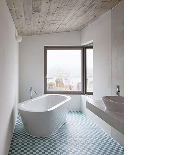 EFH ROHRMÄTTLIWEG:  Badezimmer von Schmid Schärer Architekten