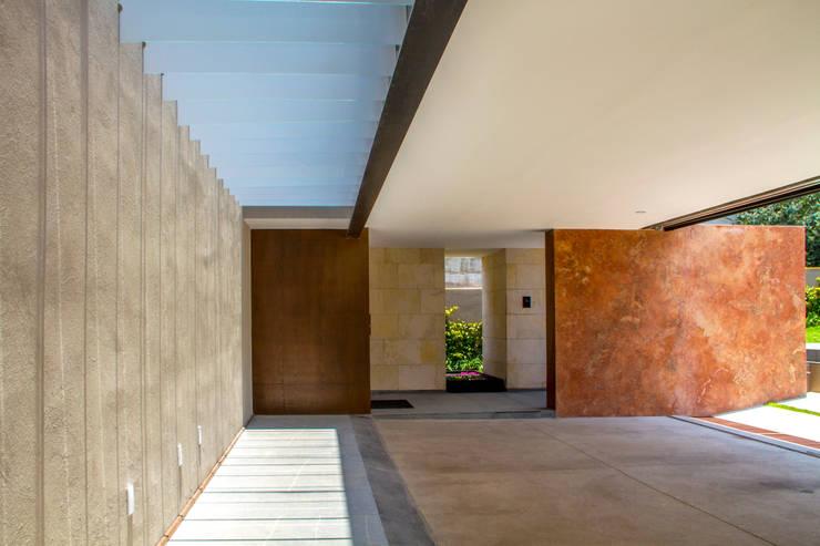 Casa 4 Puntos / Club de Golf BR: Garajes de estilo moderno por Maz Arquitectos