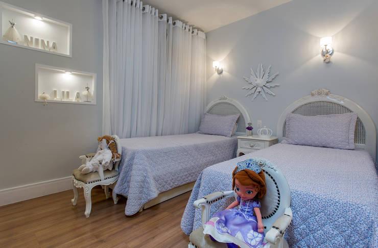 Quarto de 2 meninas: Quarto infantil  por Bruno Sgrillo Arquitetura,Clássico
