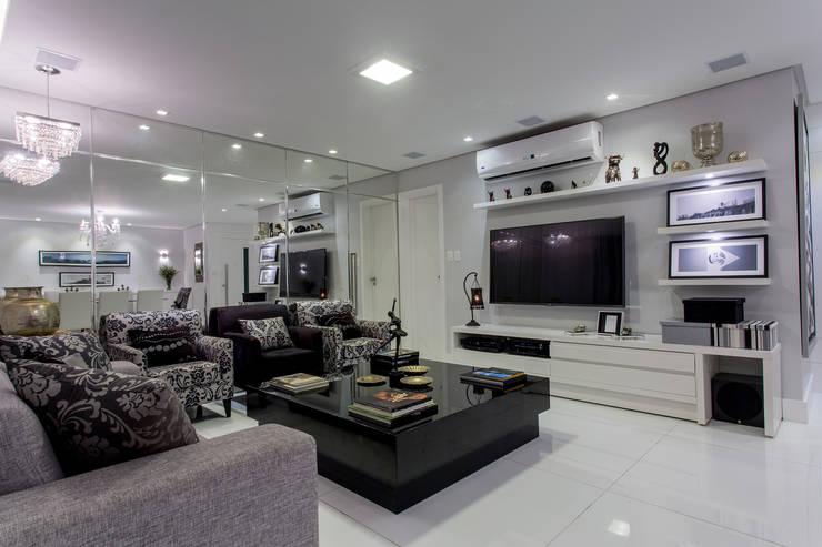 Apartamento Ribeiro: Salas de estar  por Bruno Sgrillo Arquitetura,Moderno