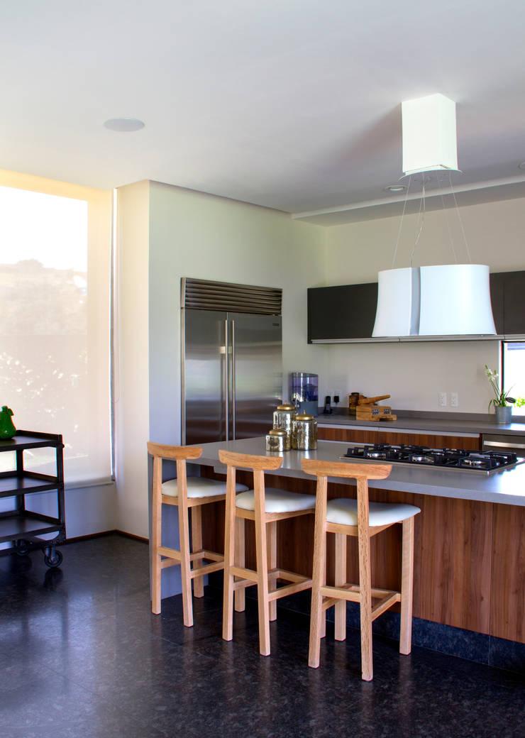 Casa 4 Puntos / Club de Golf BR: Cocinas de estilo  por Maz Arquitectos