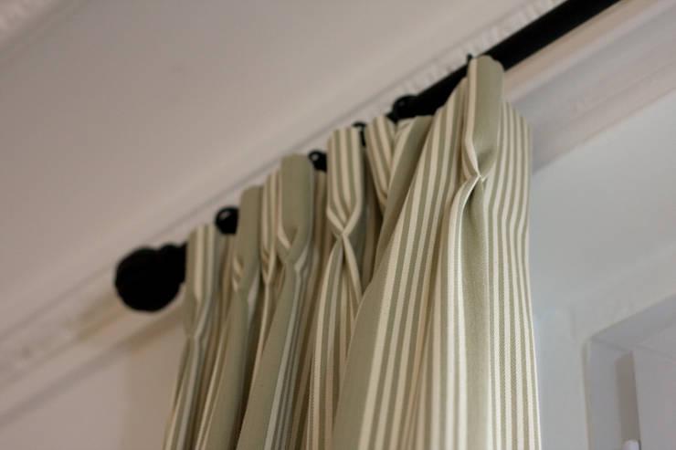 Rideaux de fenêtre: Salon de style de style Classique par happyhand