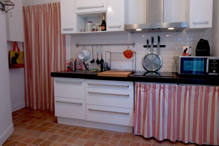 Portière et rideaux de cuisine: Cuisine de style  par happyhand