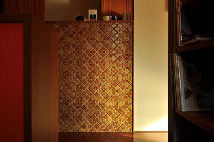 高田郷の家: 株式会社アトリエカレラが手掛けた壁です。