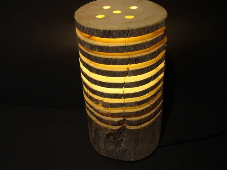 Holzlampe - Tischlampe aus Keloscheiben:  Wohnzimmer von jochens-elch-o-thek
