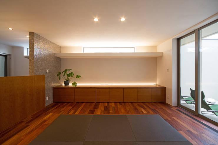 リビング: アーキシップス古前建築設計事務所が手掛けたリビングです。,モダン