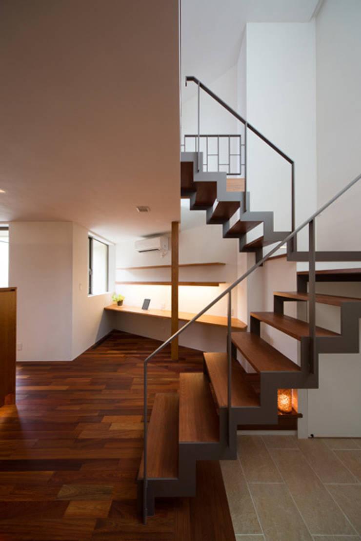 スタディーコーナー: アーキシップス古前建築設計事務所が手掛けた和室です。,モダン