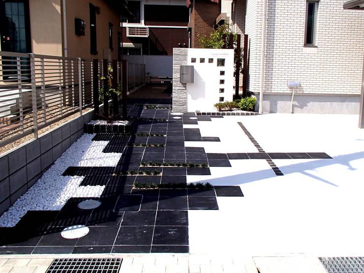 T様邸1: 山野興業 ガーデンスタイルなごみが手掛けた現代のです。,モダン