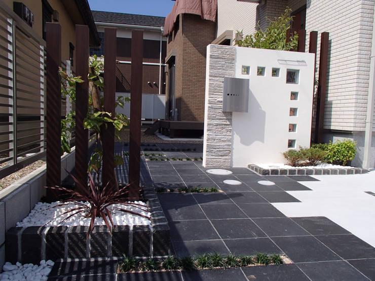 T様邸2: 山野興業 ガーデンスタイルなごみが手掛けた現代のです。,モダン