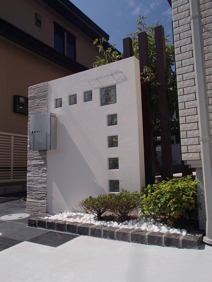 T様邸4: 山野興業 ガーデンスタイルなごみが手掛けた現代のです。,モダン