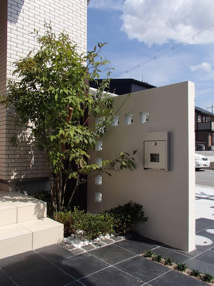 T様邸5: 山野興業 ガーデンスタイルなごみが手掛けた現代のです。,モダン