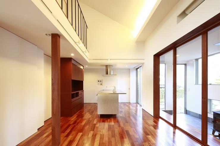 house-b: 株式会社山根一史建築設計事務所が手掛けたダイニングです。