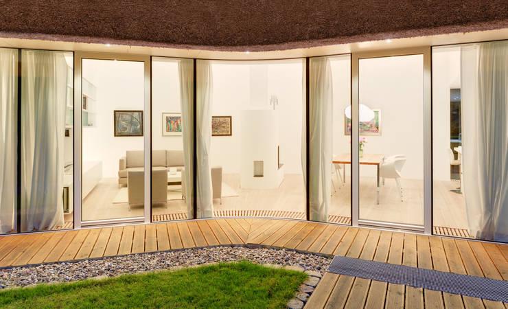Casas de estilo  por Möhring Architekten