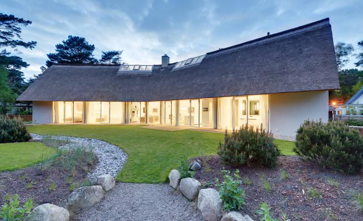 Jardines de estilo  por Möhring Architekten