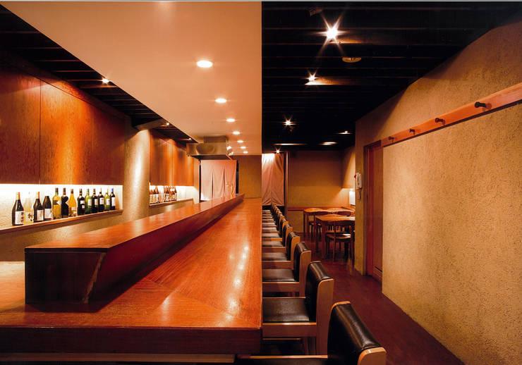 1階カウンター席: 堀内総合計画事務所が手掛けたレストランです。