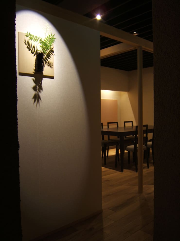 3階エントランス: 堀内総合計画事務所が手掛けたレストランです。