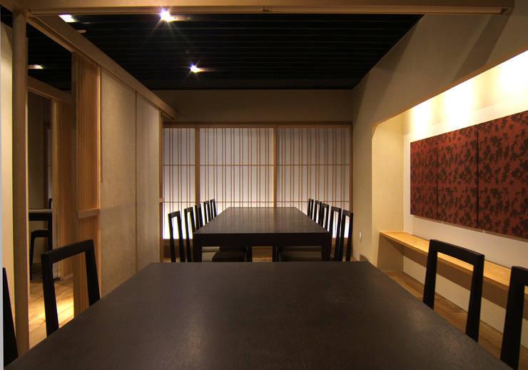 3階グループ席: 堀内総合計画事務所が手掛けたレストランです。