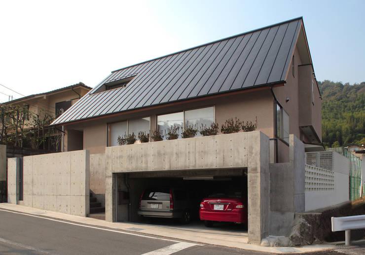 北東道路側外観: 堀内総合計画事務所が手掛けた家です。