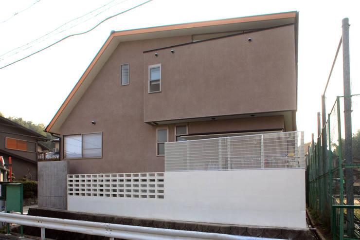 北西道路側外観: 堀内総合計画事務所が手掛けた家です。