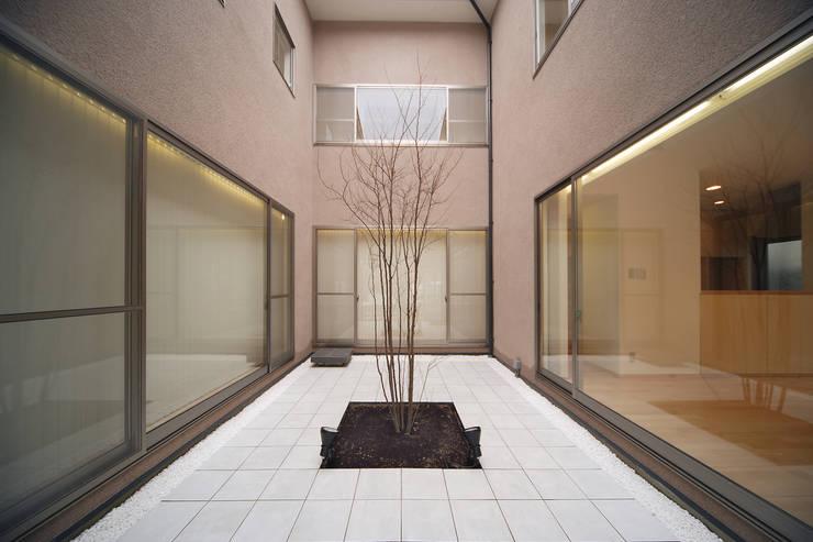 中庭: 堀内総合計画事務所が手掛けた庭です。