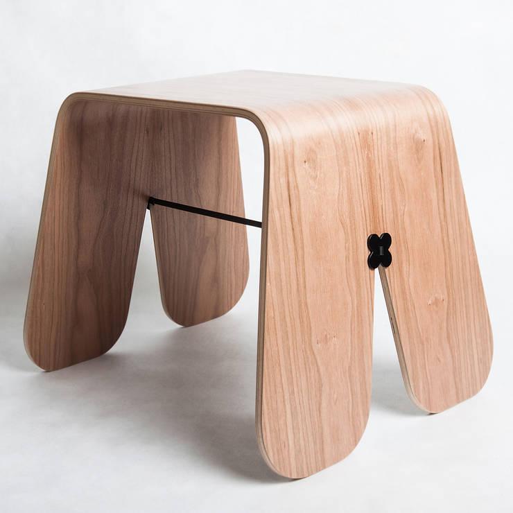 Stołek Królika. UAU project dla Brambla: styl , w kategorii Salon zaprojektowany przez Brambla,