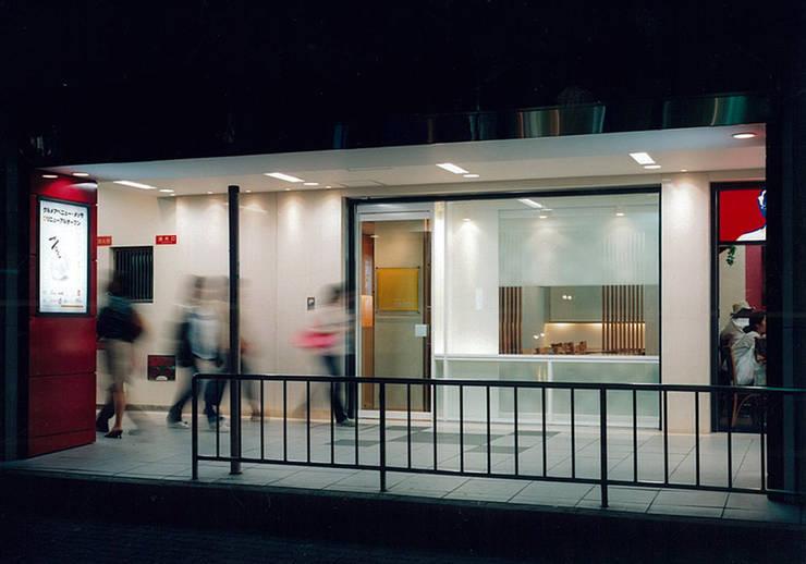 道路側外観: 堀内総合計画事務所が手掛けたレストランです。