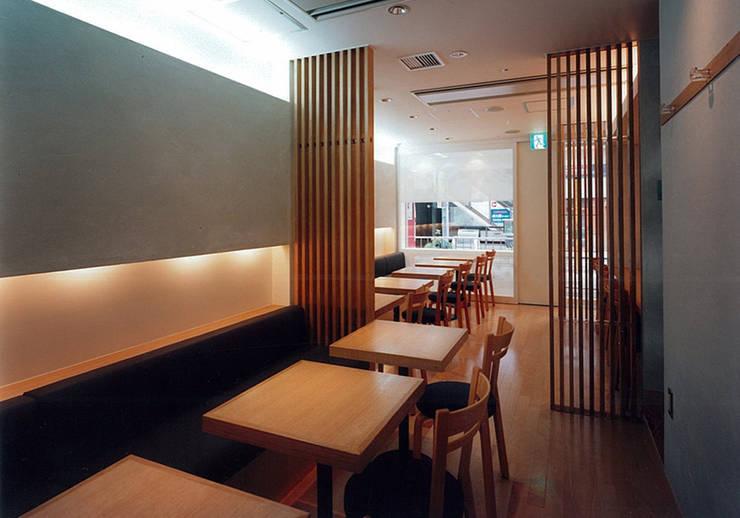 客席: 堀内総合計画事務所が手掛けたレストランです。