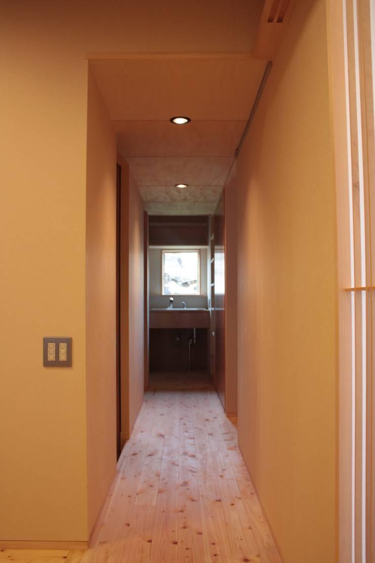 牟礼町の家: 一級建築士事務所 CAVOK Architectsが手掛けた子供部屋です。
