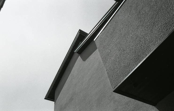 三条町の家: 一級建築士事務所 CAVOK Architectsが手掛けた家です。,モダン