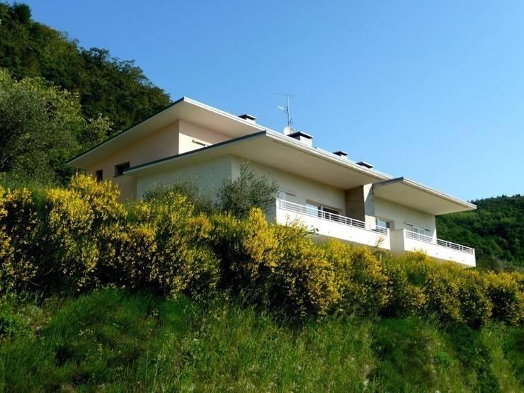 Casa Li: Case in stile  di Studio HOME