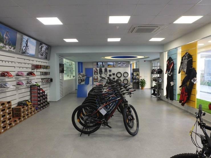 Darya Mimarlık Proje Hizmetleri İnş.Sa.Tic.Ltd.Şti. – Sarda Bisiklet Fabrika Satış Mağazası:  tarz Dükkânlar, Modern