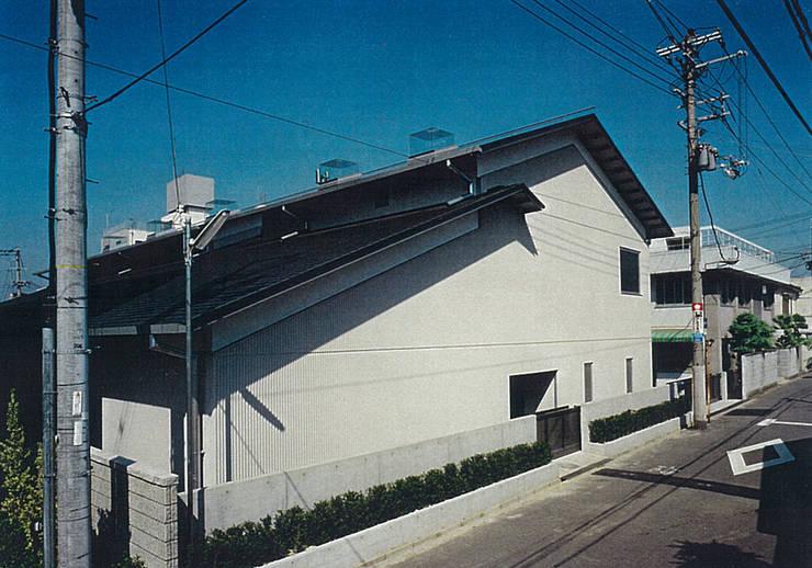 道路側外観: 堀内総合計画事務所が手掛けたオフィススペース&店です。