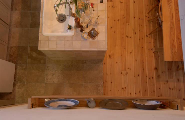 Cedar  House: stage Y's 一級建築士事務所が手掛けたキッチンです。