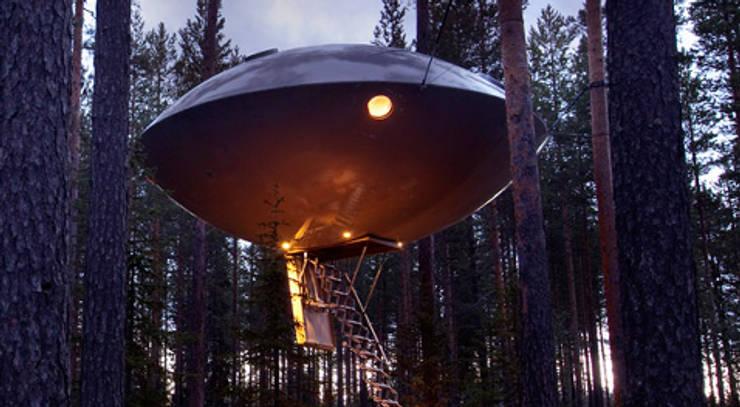 """Niet echt een boomhut, maar wel het vermelden waard, de UFO """"boomhut"""" bij Treehotel Sweden:  Hotels door TreeGo Boomhut Bouwers"""