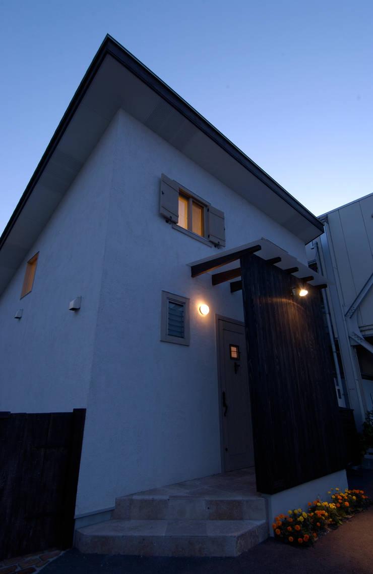 Cedar  House: stage Y's 一級建築士事務所が手掛けた窓&ドアです。