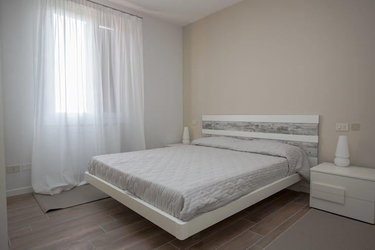 Un luogo dove potersi rilassare… … : Camera da letto in stile  di HP Interior srl
