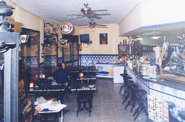 Cheeseme Restaurant- Antes de la reforma : Locales gastronómicos de estilo  de Daifuku Designs