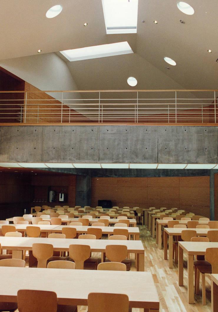 食堂: 堀内総合計画事務所が手掛けた会議・展示施設です。