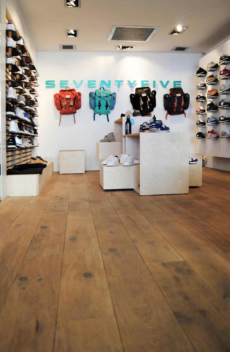 SEVENTY FIVE STORE :  Winkelruimten door TWO-O | Amsterdam, Modern