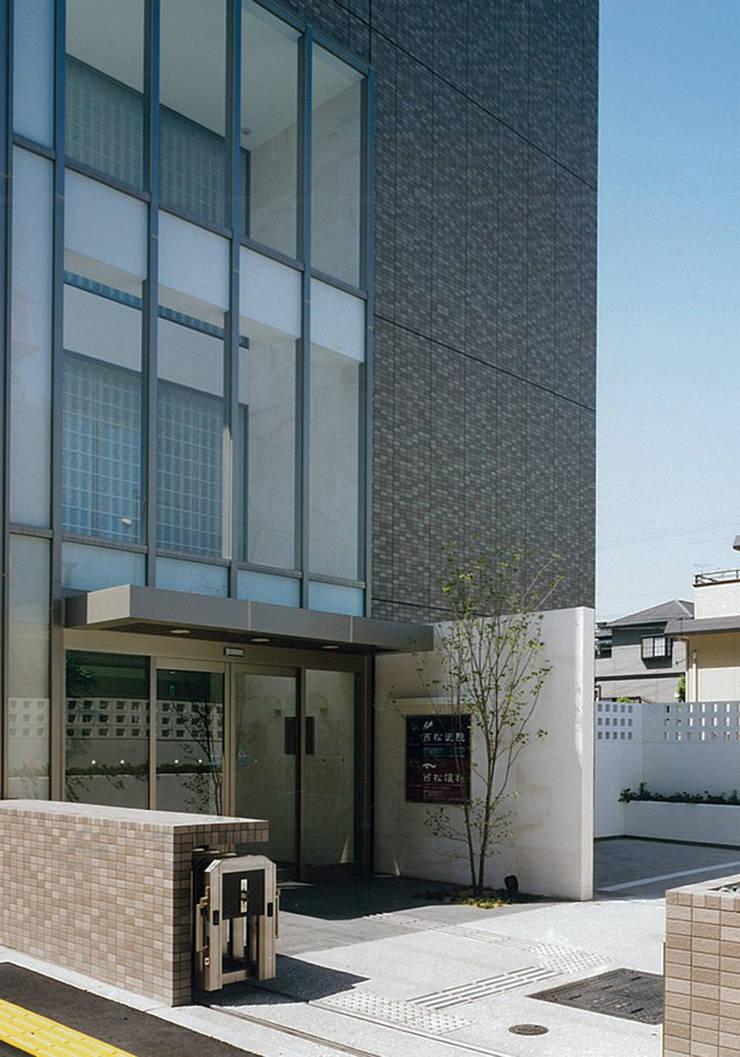 Hôpitaux de style  par 堀内総合計画事務所