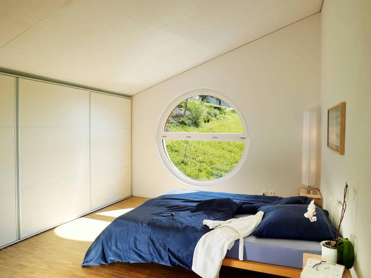 EFH Bauert, Dättlikon:  Schlafzimmer von Binder Architektur AG