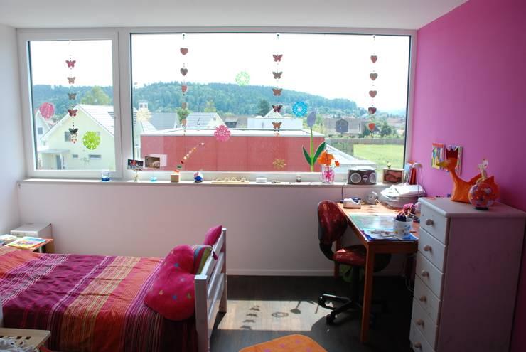 EFH Van den Berg, Neftenbach: moderne Kinderzimmer von Binder Architektur AG