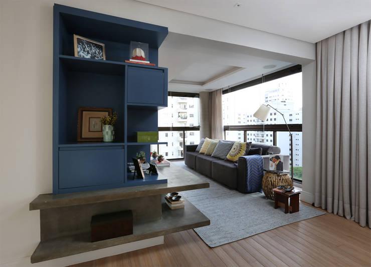 Cobertura – Pinheiros: Salas de estar  por MANDRIL ARQUITETURA E INTERIORES,