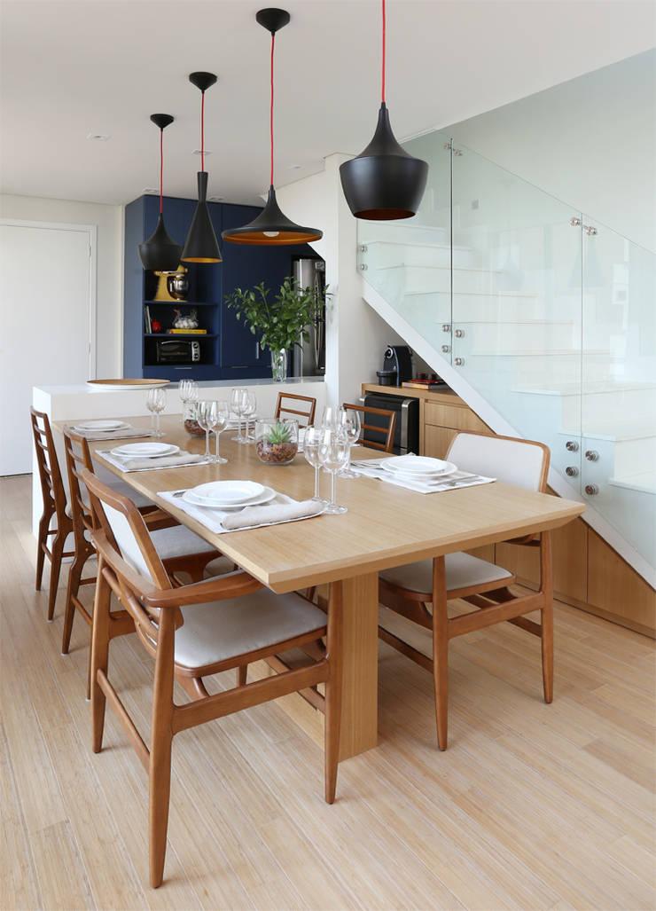 Ruang Makan oleh MANDRIL ARQUITETURA E INTERIORES