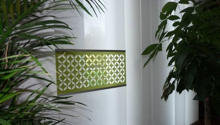 Stoffpaneel mit Laser Cut Motiv: moderne Fenster & Tür von Bieser Raumausstattung