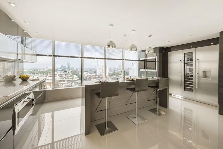 Designer polished wood kitchen with stunning elevated views of London:  Kitchen by Porcel-Thin
