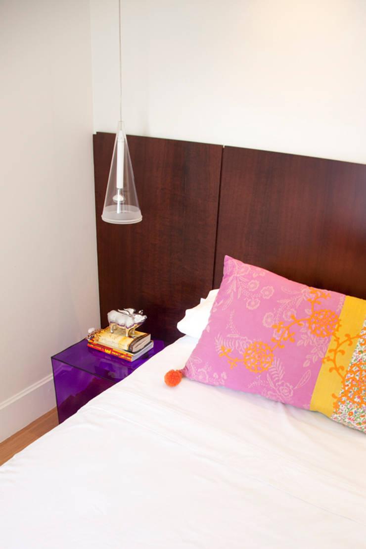 Apartamento Panamby: Quartos  por Mariana Dias Arquitetura