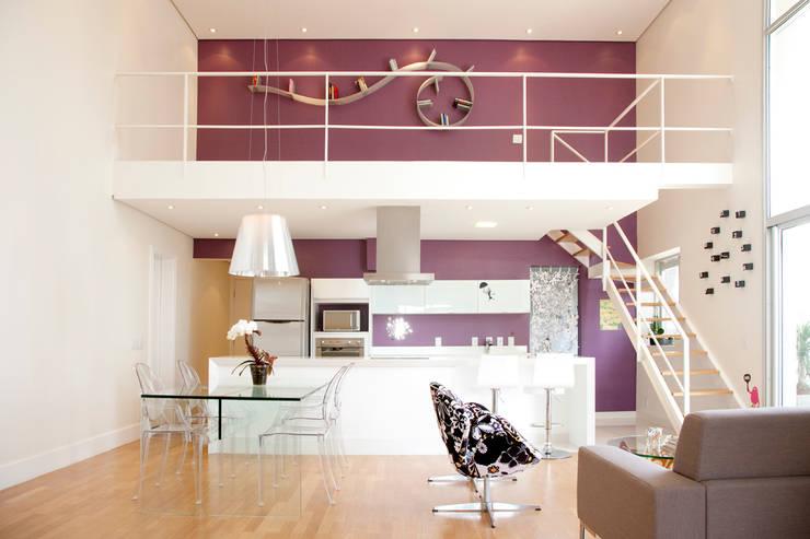 Apartamento Panamby: Salas de estar minimalistas por Mariana Dias Arquitetura