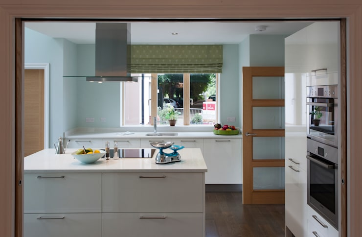Lime Grove : modern Kitchen by Lee Evans Partnership